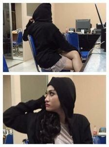 Amel Alvi di Polres Jakarta Selatan. Baju dan jaketnya sama bukan?