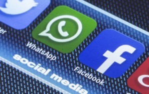 Facebook dan WhatsApp Singindo