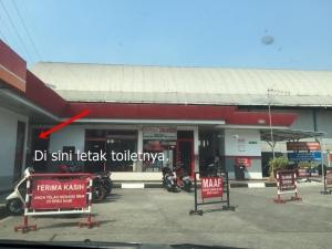 Posisi toilet di dalam lokasi POM Bensin Patal Senayan
