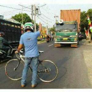 Moge Membalas... Kini Giliran Sepeda yang Dihadang