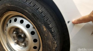 Taksi Express B 1698 KTH Ditembak Pengemudi Land Cruiser B 1 WTO di Mampang