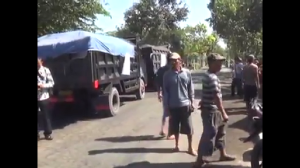 Video Rekaman Aksi Tosan Menghadang Truk Pasir Bersama Salim Kancil Ketika Almarhum Masih Hidup