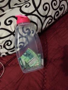 Tak ada botol Aqua, botol lain pun jadi