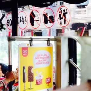 Perhatikan Iklan Ini Baik-baik… Penumpang Transjakarta Dibuat Bingung!