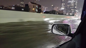 Jalan Layang Bisa Tergenang Air Setinggi 30cm Cuma Ada di Indonesia Gan!