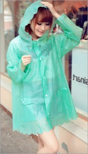Kalau Sayang Sama Pacar Sebaiknya Lengkapi Dia dengan Jas Hujan yang Baik. Kalau Enggak Ya Gitu Deh 7