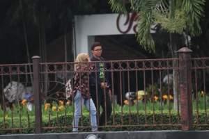 Pasangan Ini Pamer Kemesraan di Depan Umum… Wali Kota Pun Angkat Bicara