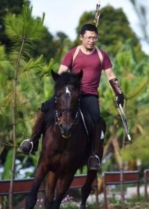 Foto Aa Gym yang Sedang Panahan Naik Kuda Ini Keren Banget 4