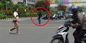 Fotonya Tersebar, Ini Tampang Pelaku Teror Bom Thamrin Tenteng Pistol 1