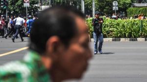 Fotonya Tersebar, Ini Tampang Pelaku Teror Bom Thamrin Tenteng Pistol 3