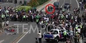 Fotonya Tersebar, Ini Tampang Pelaku Teror Bom Thamrin Tenteng Pistol 4