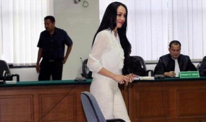 Walaupun Berhijab, Angelina Ya Tetap Angelina... Cantik! 19