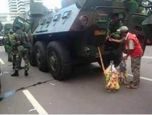 Mau Ada Bom Kek Kita Gak Takut Yang Penting Dagangan Laku dan Pembeli Kenyang