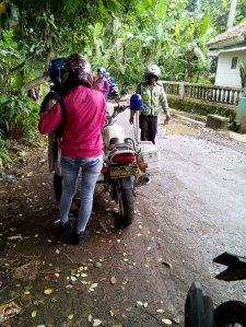 Heboh Polisi Razia di Jalan Kampung dan Terima Duit Recehan
