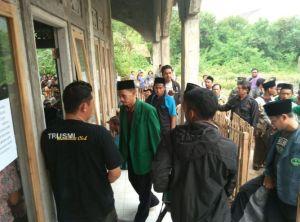 BREAKING NEWS: Anti Pancasila Dan NKRI, Warga Tolak Sebuah Aliran Di Cirebon