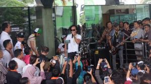 Slank Konser di Lobi KPK, Bawakan Lagu 'Seperti Para Koruptor' 2