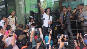 Slank Konser di Lobi KPK, Bawakan Lagu 'Seperti Para Koruptor'