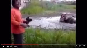 Video: Petani Cerdas Gunakan Traktor Remote