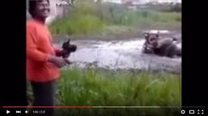 Video: Petani Cerdas Gunakan Traktor Remote