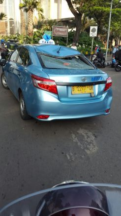 Ada Aksi Sweeping di Demo Angkutan Umum, Pengendara Sepeda Motor Dipukuli Sopir Taksi Hingga Bibir Pecah