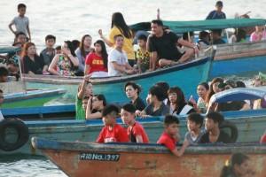 Festival Peh Cun bagi masyarakat keturunan Tionghoa di Tanjungpinang dengan melaksanakan lomba perahu naga dan mendoakan untuk keselamatan di laut yang memberi rezeki bagi mereka