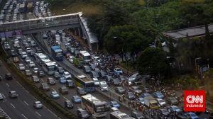 Seluruh Dunia Tertawa Melihat Gaya Berkendara Pengemudi Mobil di Jakarta
