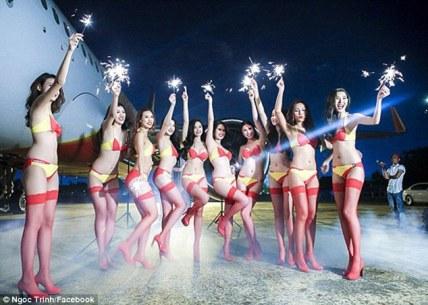 Bikini Show di Dalam Pesawat, Cuma ada di VietJet Air! 2
