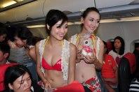 Bikini Show di Dalam Pesawat, Cuma ada di VietJet Air! 8