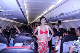 Bikini Show di Dalam Pesawat, Cuma ada di VietJet Air! 9