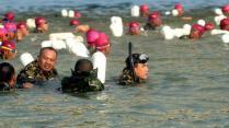 [VIDEO] Edan!!! 2016 Marinir Seberangi Selat Madura!!