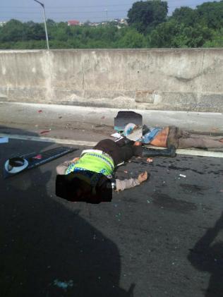 Anggota PJR Tewas Mengenaskan Diseruduk Truck Fuso Di Tol JORR