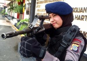 Setelah Heboh Anggota Gegana Cantik Kini Muncul Sniper Cantik Adri Chroin Ade Oktami 2