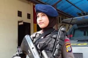 Setelah Heboh Anggota Gegana Cantik Kini Muncul Sniper Cantik Adri Chroin Ade Oktami