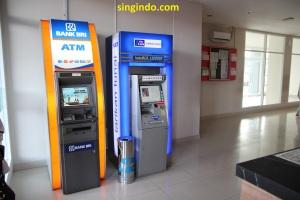 Di lobby tower Bougenville sisi yang lain terdapat ATM BCA dan BRI