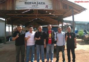 dari kiri ke kanan: Christian Adi Wijaya, Mivecblog, Singindo, Batam-otomania, Wartakepri, HC3 Sect Head PT CDN Toni Hadi Widodo