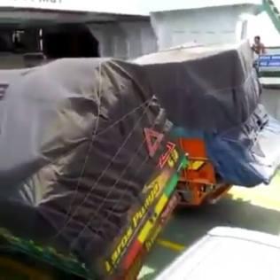 Akibat Cuaca Buruk, Truk di Kapal RoRo Hampir Roboh, Alarm Mobil Sampai Bunyi 3